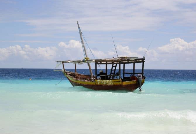 סירת דאו מסורתית זנזיברית