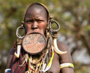 אישה משבט המורסי