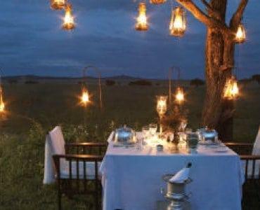 ארוחה רומנטית תחת כיפת השמיים באפריקה