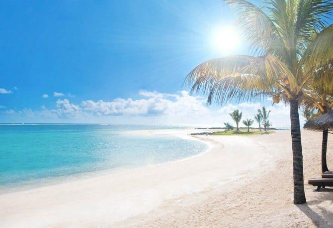חול לבן בחוף באי מאוריציוס