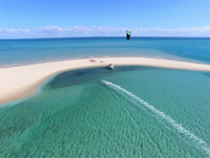 מצנח רחיפה מעל חופי מוזמביק