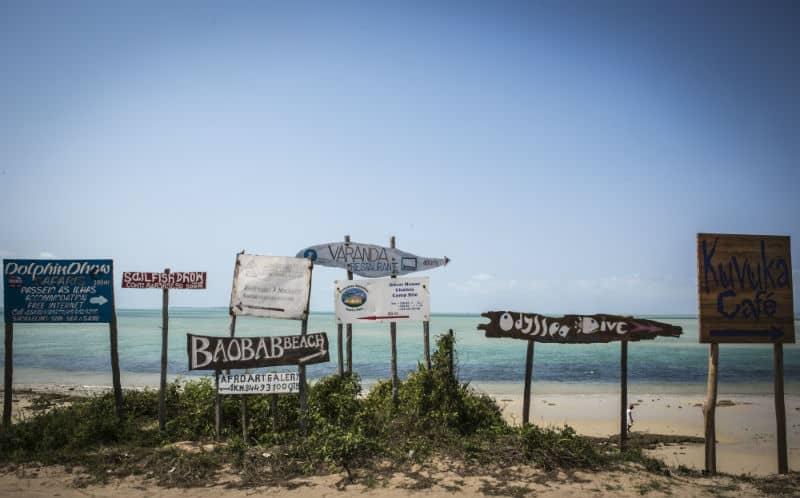 שלטים בחוף