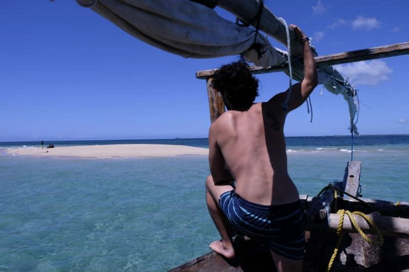 מתבונן על אי באוקיאנוס ההודי